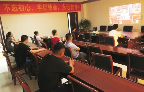 市一谷一带办公室集中收听收看庆祝中国共产党成立100周年大会
